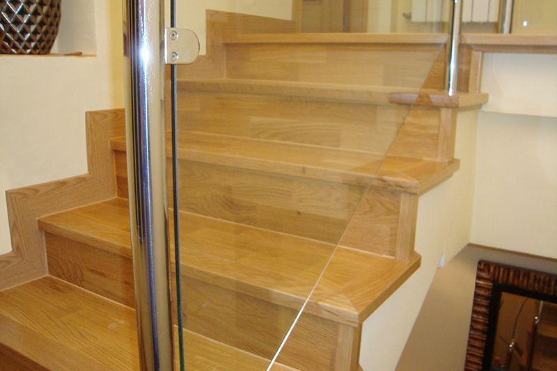 Revestimiento de escaleras colocaci n de rodapi s - Rodapie de madera ...