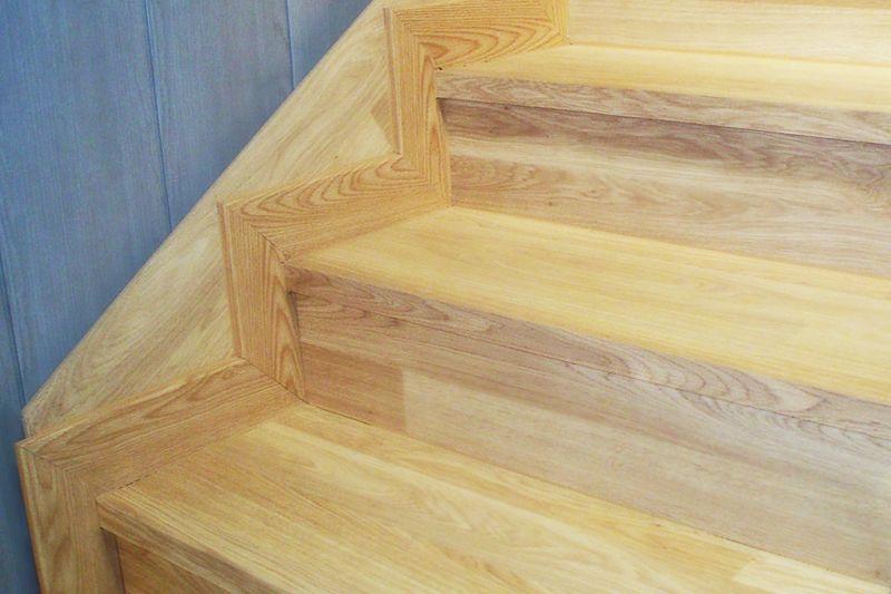 Como poner rodapies de madera simple una vez cortadas todas las piezas colocarlas en su lugar - Poner rodapie ...